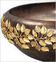раковина с золотым декором