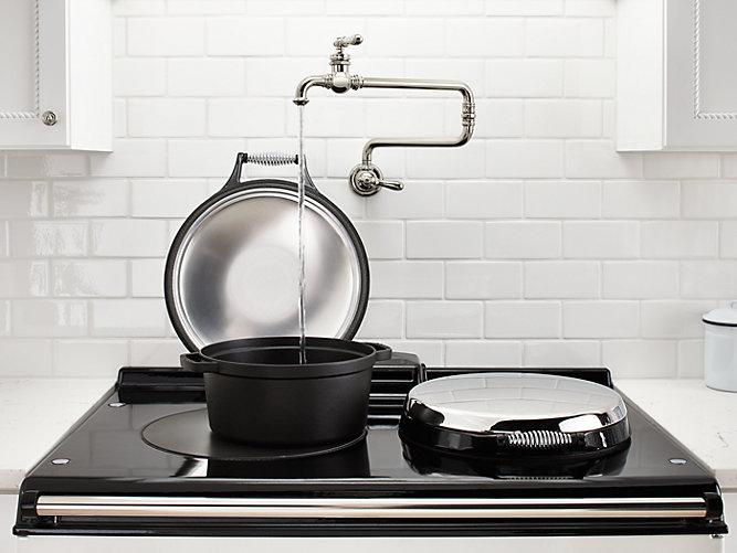 кран для налива воды над плитой