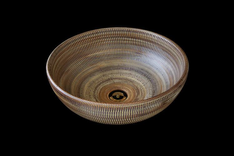 Aubrey от London Basin Company раковина как плетеная корзина имеет текстурированную поверхность в теплых коричневых и бежевых тонах
